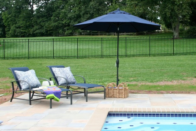 blog_poolloungechairs